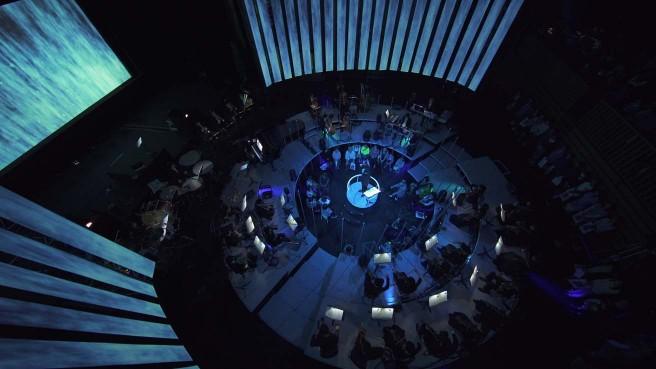 円形に配置されたステージ空間