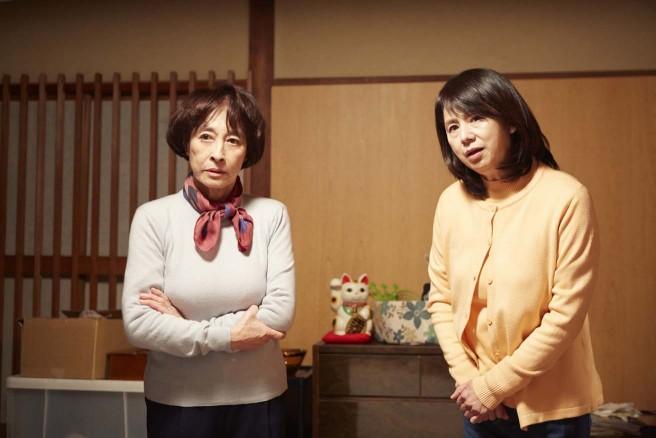 """""""捨てられない""""祖母(左 江波杏子さん)と母(右 朝加真由美さん)"""