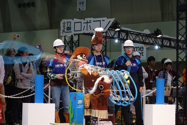 ニコニコ超会議に参加した 金沢工業高等専門学校「投げろ!ホースちゃん」(2016年)