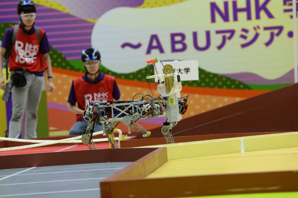 東京大学の4脚ロボット。まるで馬のようにフィールドを駆け抜けました。